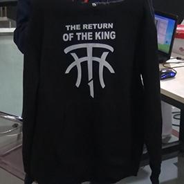 Sampel percetakan baju hitam oleh pencetak t-shirt A2 WER-D4880T