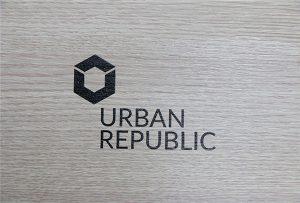 Percetakan logo pada bahan kayu oleh WER-D4880UV